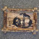Slika Lojzeta Peterleta iz predvolilne kampanje 2007, tokrat iz lesa vinske trte
