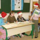 Kako izgleda začetek božičnih praznikov v šoli so pokazala dekleta.