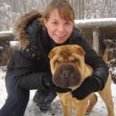Pea in jaz, ko uživava v snegu