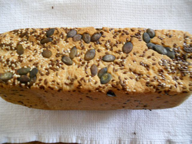 Polnozrnat kruh s semeni (matevž704)