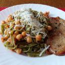 Svinjski zrezk, široki rezanci, čičerika v paradižnikovi omaki