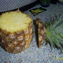 Ananas odreži  3-4 cm od listja