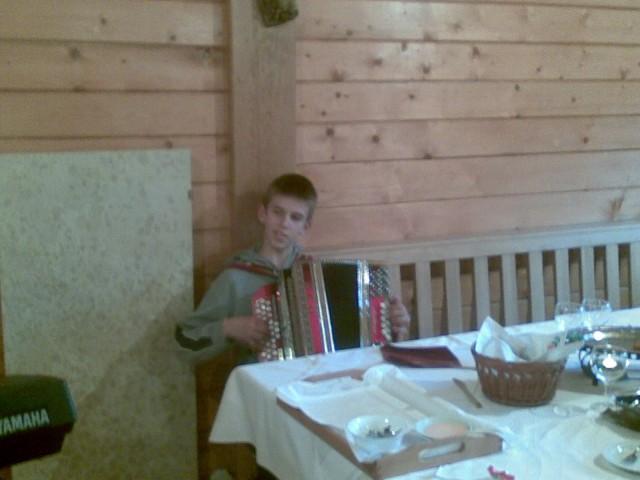 Najmlajši harmonikar;)