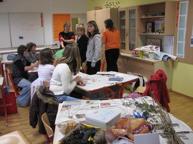 December 2007  - v OŠ Stranje: delavnico idelave adventinih venčkov je vodila Klarina mami