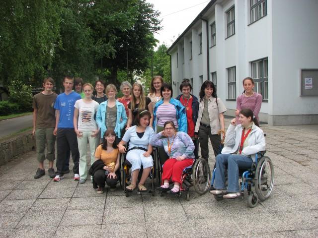 Junij 2008 - starejša skupina mladih prostovoljcev  iz Stranj z mladimi iz ZUIMA - zaključ