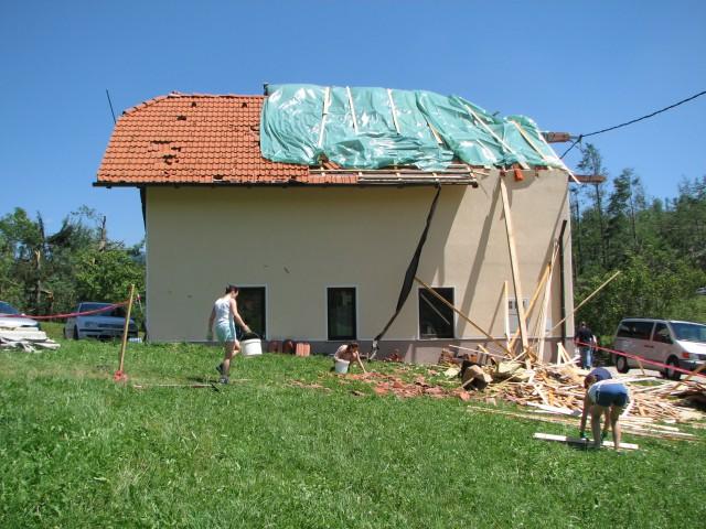 Julij 2008 - strašno neurje v vasi Gozd nas je pognalo v pomoč. Ker smo skoraj sosedje, sm
