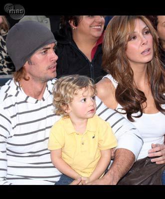 Wiliam con esposa y bebe - foto