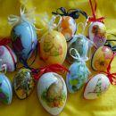 Prozorna jajčka s servetno, lakom za razpoke in akrilno barvo