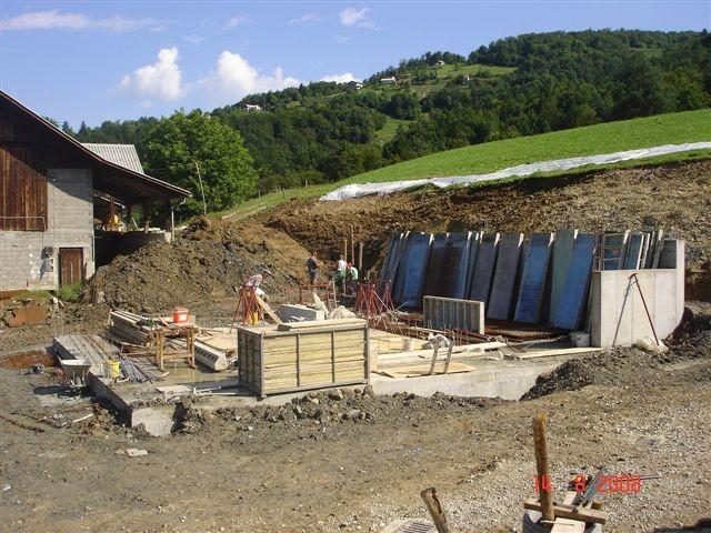 Zjutraj izkop za 5m temelja in polaganje armature