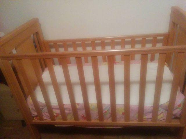 Otroška postelja lip poljčane z jogijem - foto