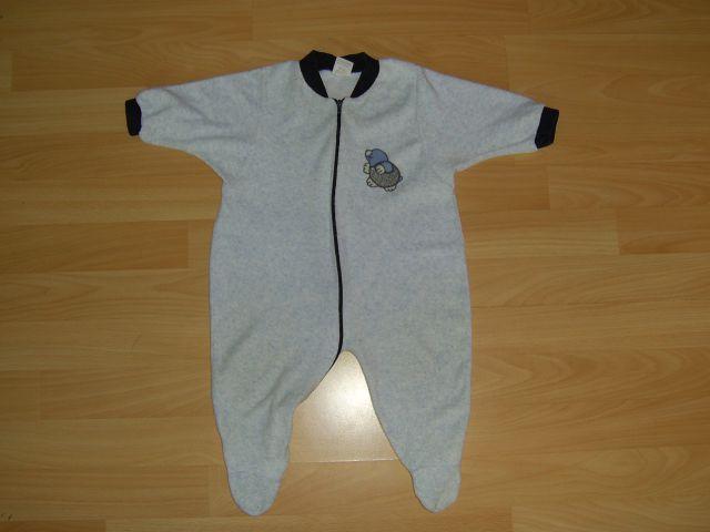 Pliš tanjši pižama v 68 cena 2 eur