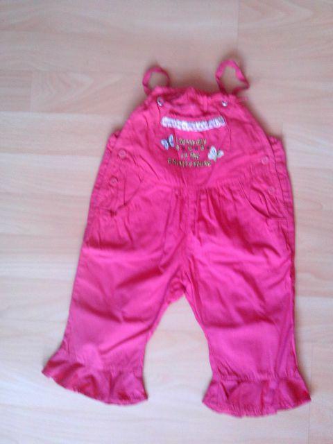 Tanjše hlače v 68 cena 3,50 eur samo oprane bolj živa barva kot na sliki