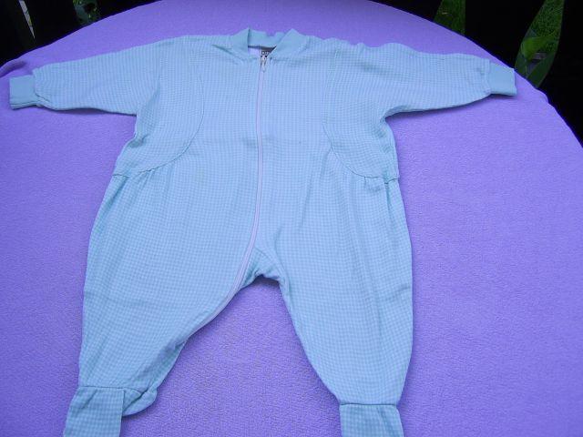 Pižama KIDDY v 68 cena 2 eur svtlo zeleno - beli droben karo