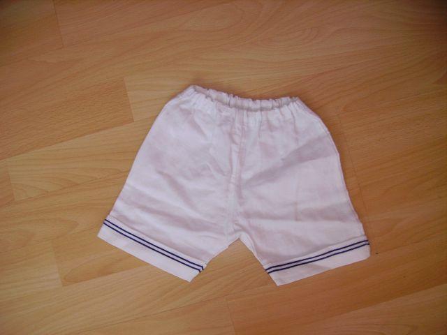 Kratke hlače 68 cena 2 eur - nikoli oblečene