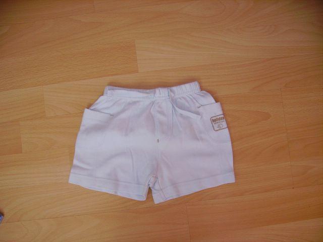 Kratke hlače M v 3.6 mesecev cena 2 eur  barva svetlo modra