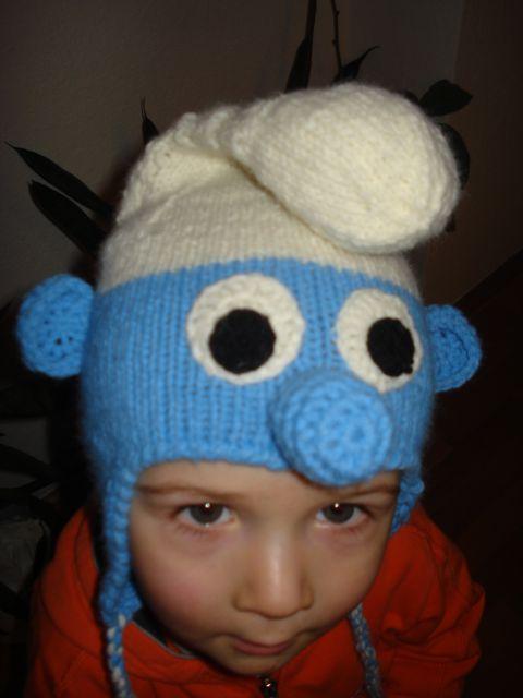 Ročno pletena kapa smrkec