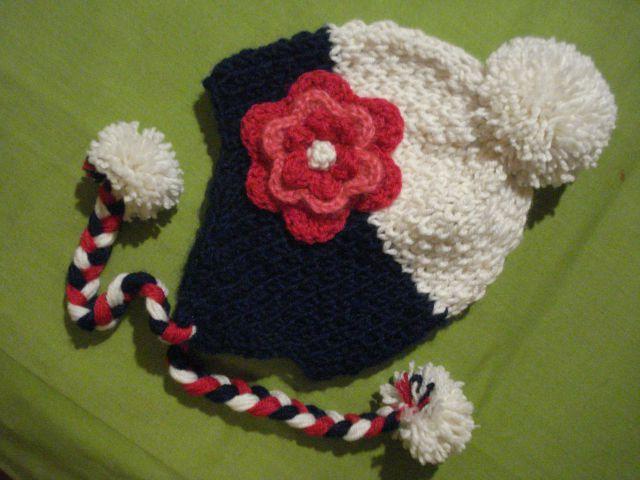 Ročno pletena kapa rožica