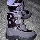 Razna dekliška obutev