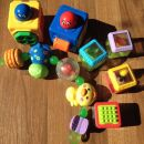 Igrace za dojencke - didakticne kocke in veriga za vozicek