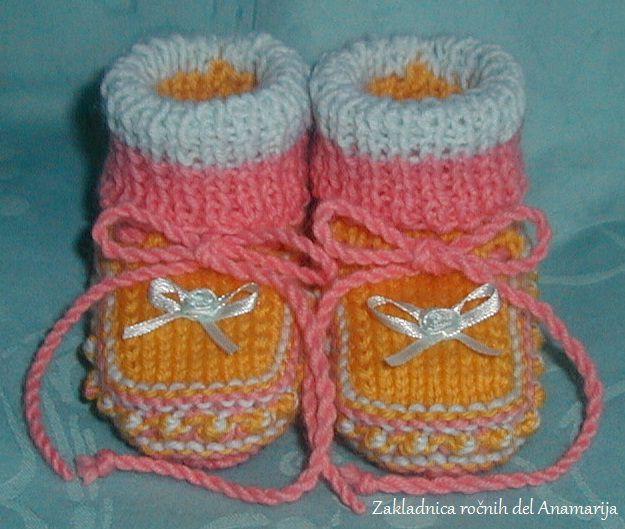 Ročno pleteni copatki za dojenčke