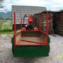 na traktorju