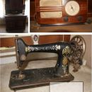 starinski radio in šivalna mašina singer