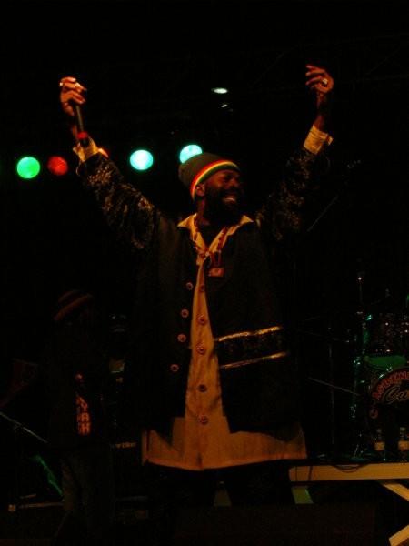 Capleton- Predstavnik novejšega roots zvoka, znan tudi kot Fayaman.