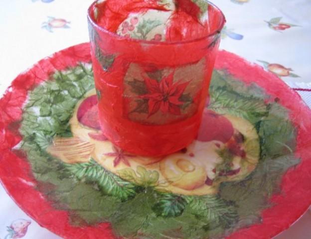 Krožnik in kozarec za svečko.