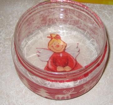 Angelček na skodelici...ja ja manjkajo še bomboni :-)
