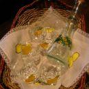 Limone na servetku narejene z barvami za tekstil,obroba flumaster za tekstil.