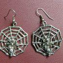 Rabljeni uhani, pajčevina s pajkom in lobanjo, z rinko vred dolžina 5cm.