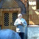 Župnik je vodil molitev za mir po svetu pred rusko kapelico.