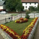 Prekrasna urejena okolica okrog samostana in cerkeve.