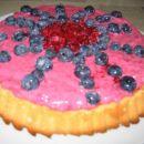 Sadna torta, krema je ostala od ene druge torte, pa jo je bilo škoda zavreči :)