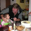 :):) hhmmm z dedijem pa krdeva smetano iz babine torte..hmm :)