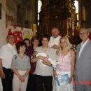 Na sliki so: stric Toni (boter), teta Anja, g župnik, bica, babica, babi in oba dedija.