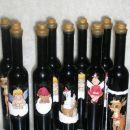 flaše obdelane s servetki+strukturni sneg, zamašek je potunkan v čebelji vosek. A notri. J