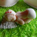 dojenček na krstni torti