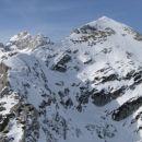 Pred tem obiskani Veliki Draški vrh z vrha Ablance, levo se kaže Triglav