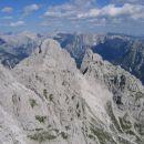 Panorama Julijcev s poti Anita Goitan; v ospredju Trbiška Krniška špica in Visoka Bela špi
