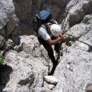 Pot Anita Goitan - sestop s terase pod vrhom Male špice v škrbino med njo in Turnom