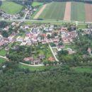 Vasica Gleißenfeld, ki je izhodišče za turo; lepo je vidna pot po ulicah od glavne ceste i