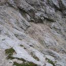Čez te gladke in marsikje mokre ter večinoma nezavarovane skalne plošče poteka markirana p
