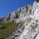 Greben, po katerem sva opravila vršni del vzpona na Luknjo peč; vidimo tudi omenjeno težje