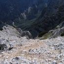 Pogled z vrha Luknje peči navzdol proti Krmi; midva sva vršni del vzpona opravila po grebe