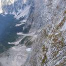 Nad takimi prepadi vodi Via Italiana, katere varovala so tudi vidna v steni na desni; slik