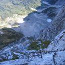Via Italiana - pogled navzdol (strma stena nad travnato teraso)