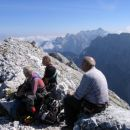 Na vrhu Vevnice; v ozadju Martuljške gore od Špika do Škrlatice ter (spredaj) Mojstrovke
