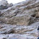 Mokre skale in poškodovana jeklenica so vzrok, da je ta skalni skok zelo zahteven (pot pro
