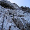 Nadaljevanje poti Via della Vita nad ozko poličko